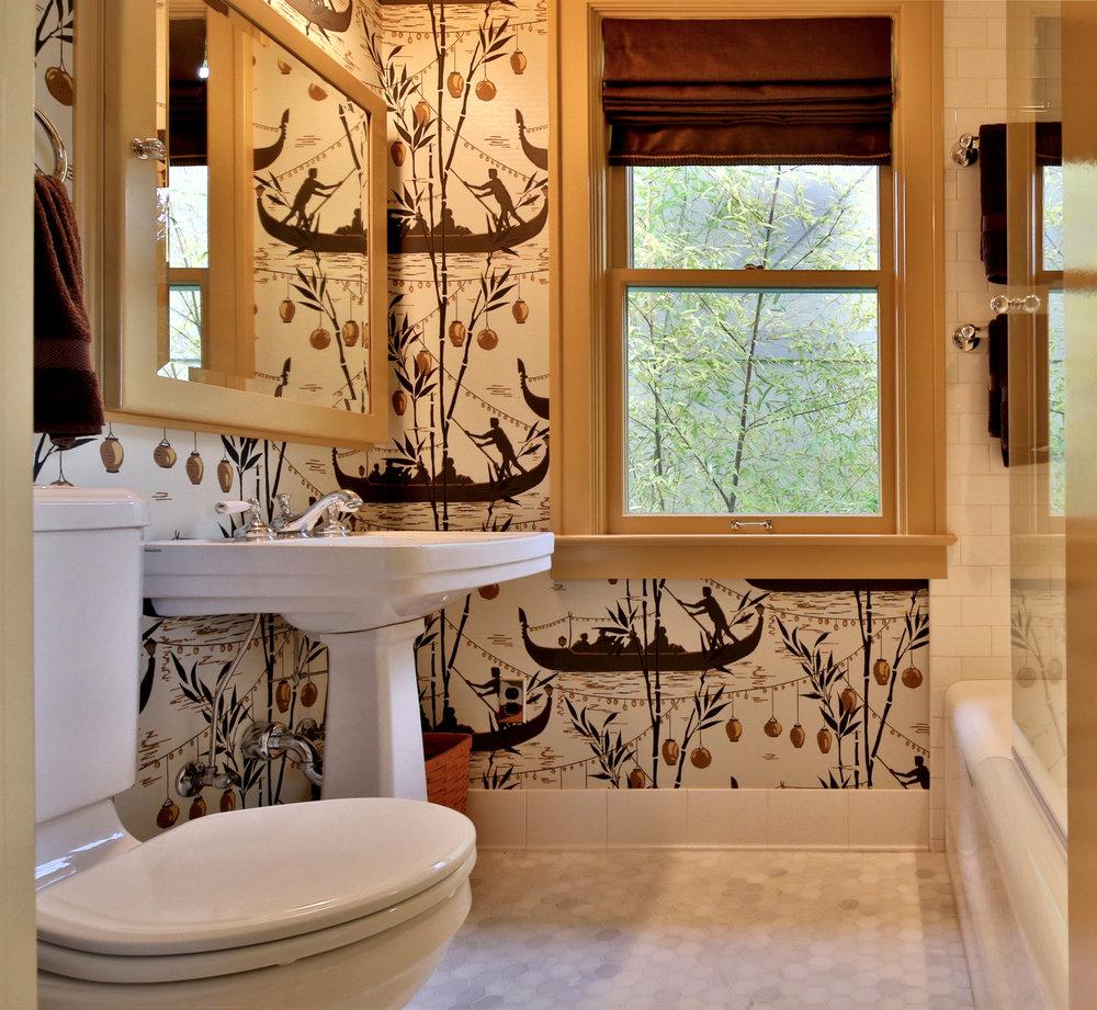 gondola-wallpaper-bathroom