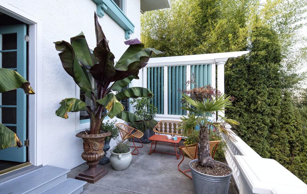 porch sitting area.jpg