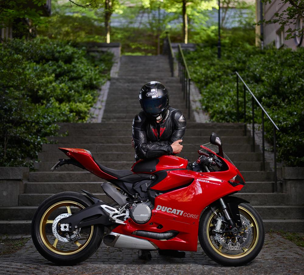 photographer_joakim_drake_conny_helmet_ducati_panigale_899.jpg
