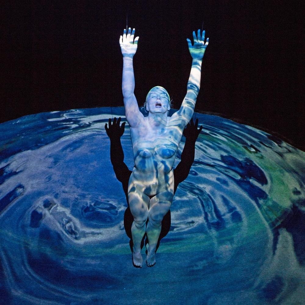 Carole Feuerman, Birth/Geyser, 2012