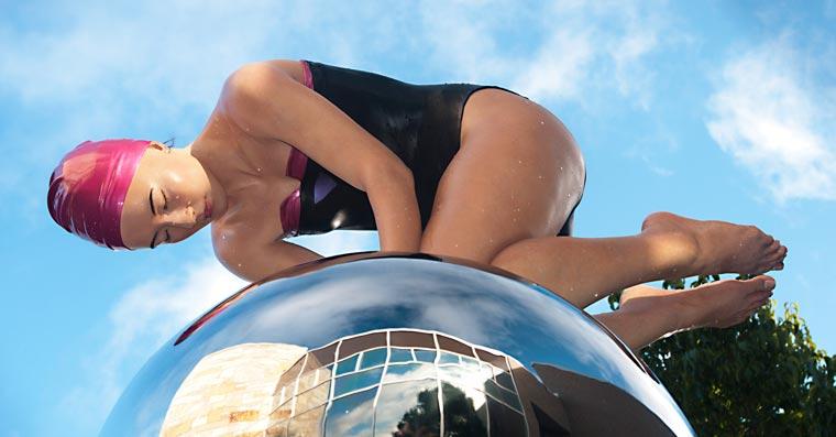 Carole-Feuerman-Swimmers-3.jpg