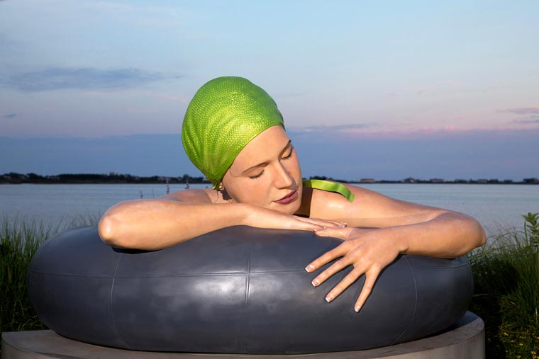 Carole-Feuerman-Swimmers-4.jpg