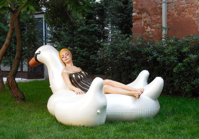 Carole-Feuerman-Swimmers-10.jpg