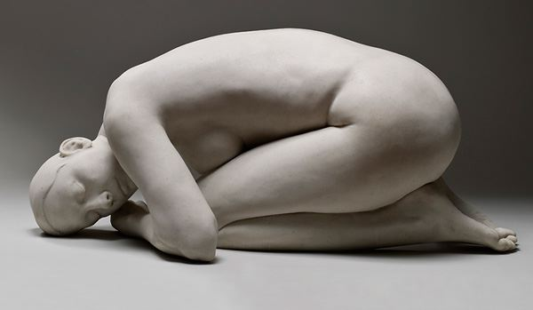 Carole Feuerman, Cocoon, Marble