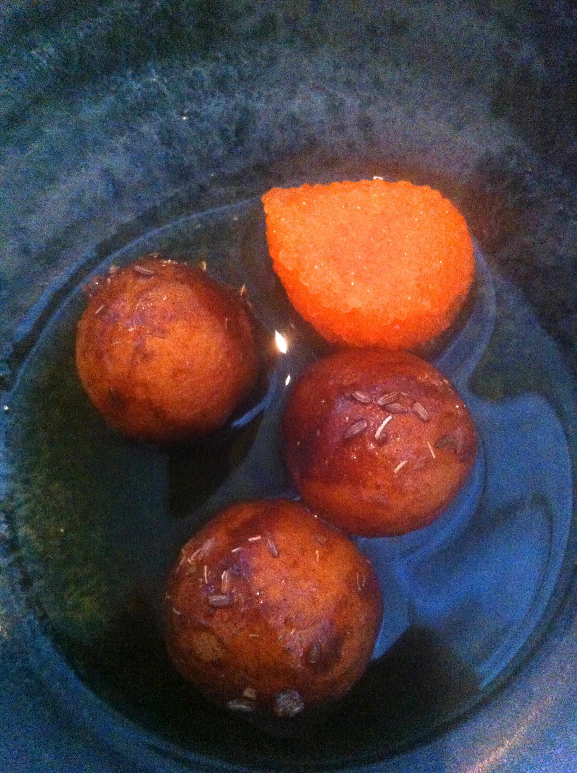 En klar favoritt - ganske harde potetballer av dansk cherrypotet, penslet med råtten bygg, og servert i en olje med løyrom. Det høres jo unektelig helt galt ut - men det var altså merkelig tilfredstillende.