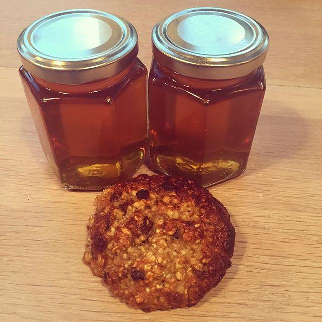 Pimpet opp hurtigrundstykkene med kakaonibs, kardemomme, kanel og litt honning fra @hagebihonning 🙌 #matvrakbloggen