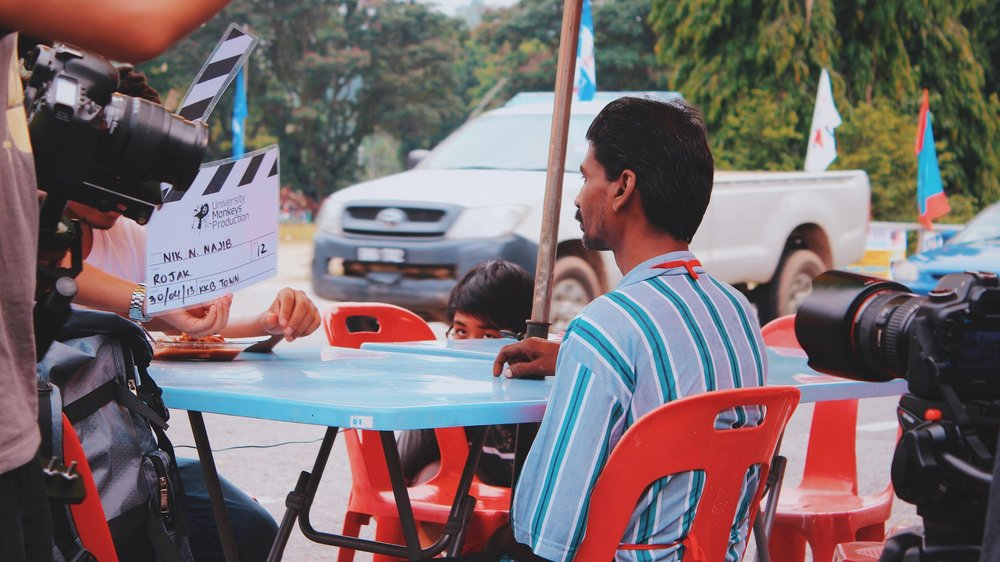 Moments before Abang Ramli, the roak vendor's scene was shot, with our Producer Ivander under the table holding a mic