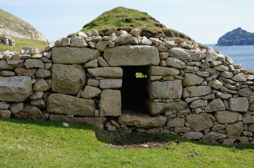 A beautifully structured cleit down in Village bay. The tunnel pointed South towards the prevailing wind, while sheep were sheltering from the sunshine inside that day,it would have been an excellent funnel for drying food sources such as fish and birds.