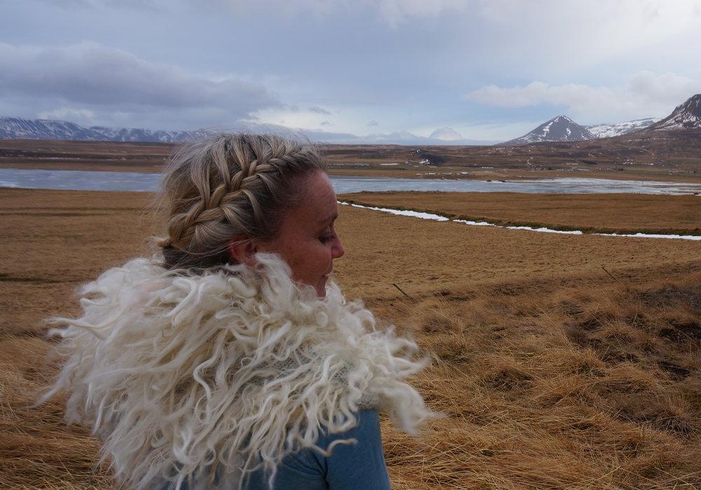 On location in Iceland wearing my Roagvalfeldur cowl.