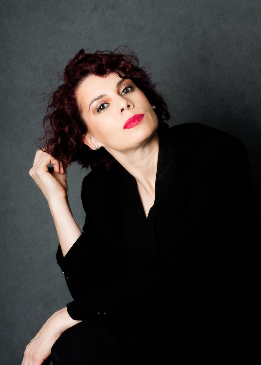 Amanda, Singer