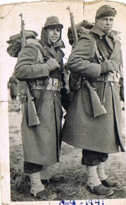 Tom (on the left) at Fort Des Moines (October 1941).