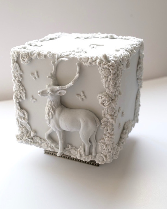 Bas-relief cube wedding cake