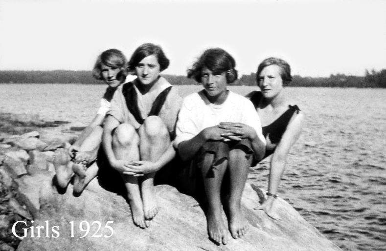 4 girls 1925.jpg