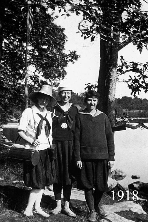 3 Women 1918.jpg