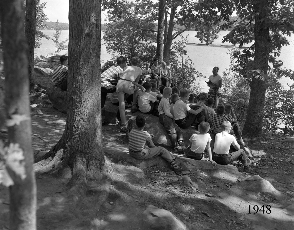 Boys Lakeside Service 1948.jpg