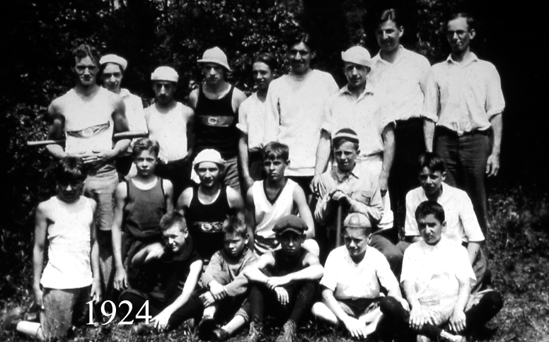 Boys' Group 1924.jpg