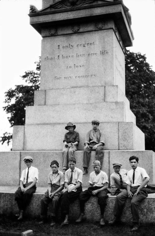 Nathan Hale Monument.jpg