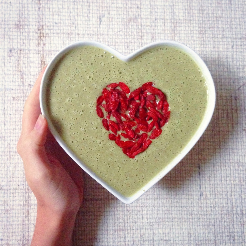 Green juice/smoothie bowl: high protein, hemp/rice/pea protein, wheatgrass, barley grass, maca, goji berries, cinnamon, flax seeds