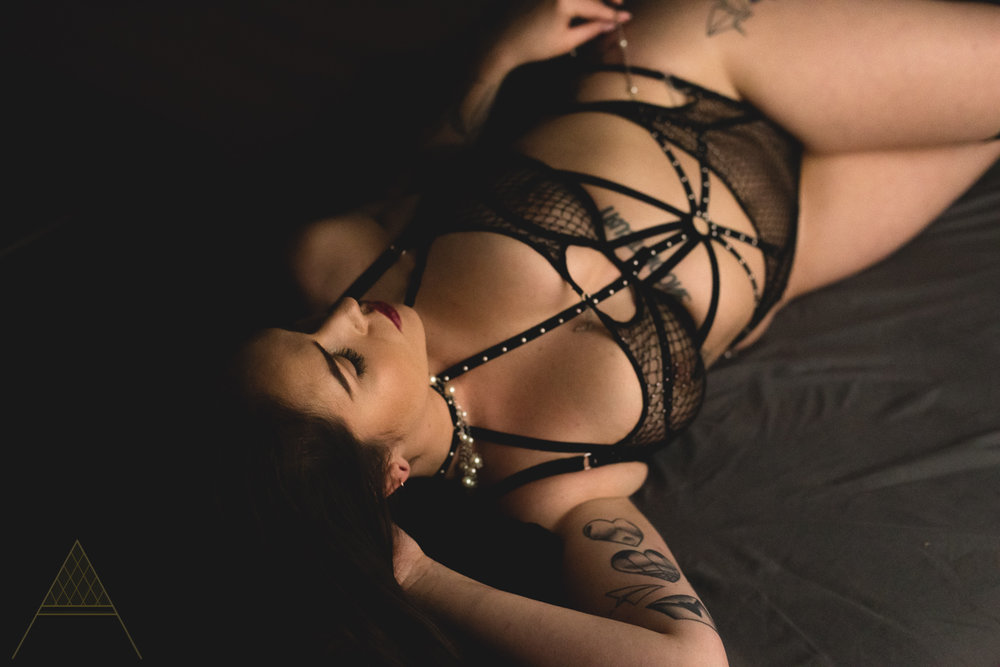 intimate-lifestyle-boudoir-photography-gastown-vancouver-unapologetically-feminine-aiota