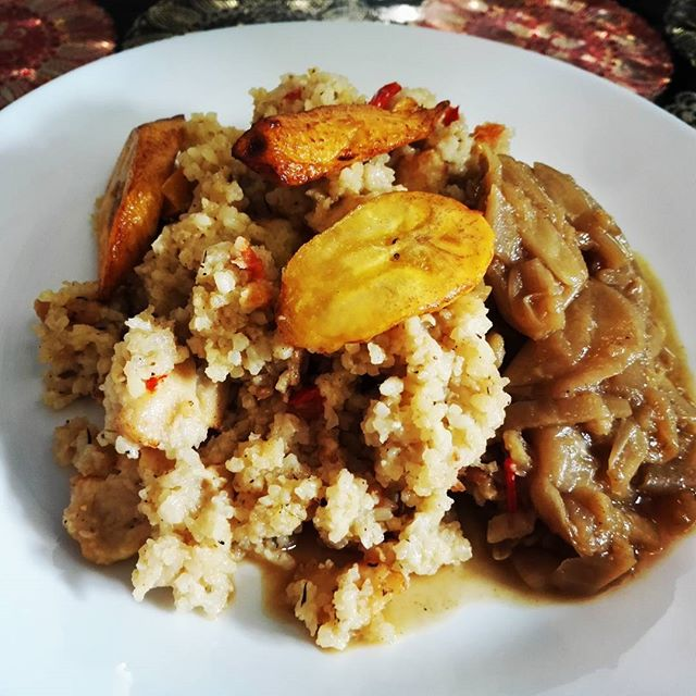 Wednesday lunch! Keskiviikon lounas African Potsissa! #africanpots #lunch #finland #helsinki #africanfood #plantain #food #instafood #lounas #vegetarian