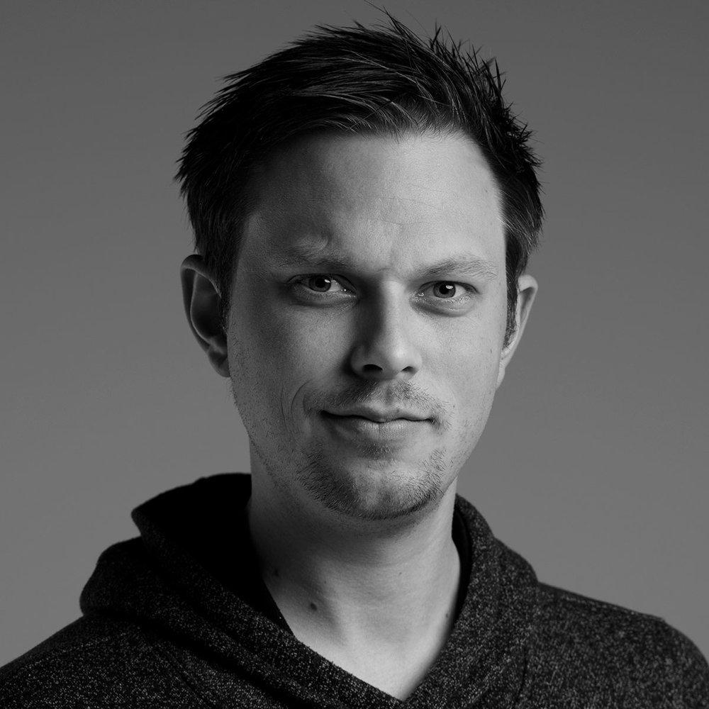 Bjørnar Solberg - Med utdanning i ryggen hos Noroff Kristiansand 3D Animasjon, NKH Oslo og lærling hos Jon Marius Nilsson har Bjørnar nå 6 år med skole i ryggen innen det kreative og visuelle.Jobbet innom bolig fotografering siden 2017.05.05. Jobber fast hos iSnitt.no