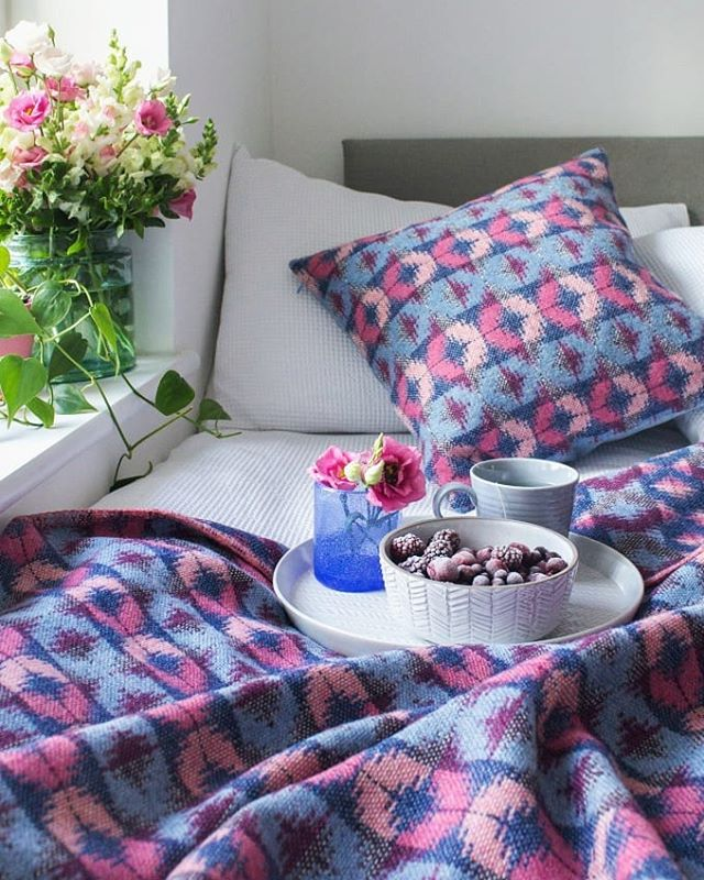 May means colour! So many beautiful flowers out to admire now in gorgeous pinks , and we haven't done too badly with blue skies recently. This is my Dewberry design - blue and pink, with deep purple - to add an injection of colour each season. Can be dark and cosy or fresh and bright.⠀ #springclean #springinterior #myhousethismonth #SUYhome #colourmyhome #nestandthrive #bohointerior #bedroomdecor