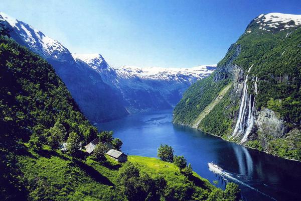 Geirangerfjord_from_Flydalsjuvet.jpg