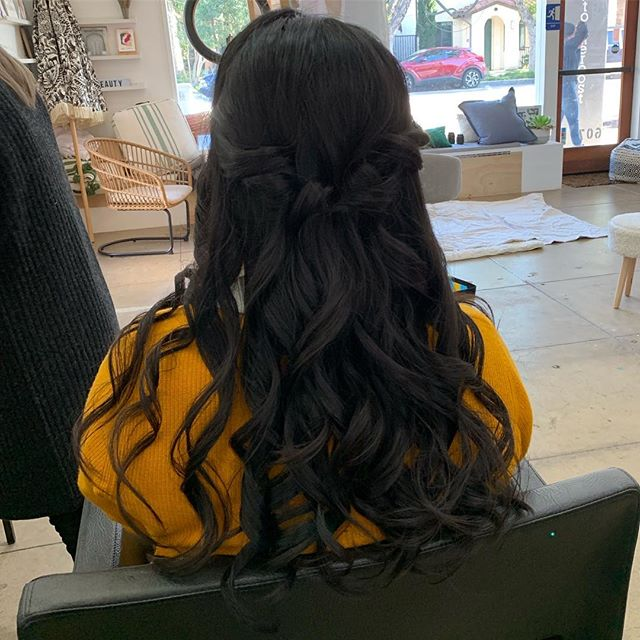 Kim's #halfuphalfdownhairstyle for her @e2beauty #valentinesday2018 photo session with @jensosa ❤️