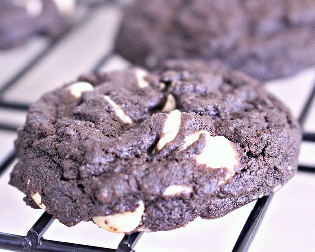 Amazing, Soft Baked, Dark Chocolate Vanilla Chip Cookies -MIY with Melissa