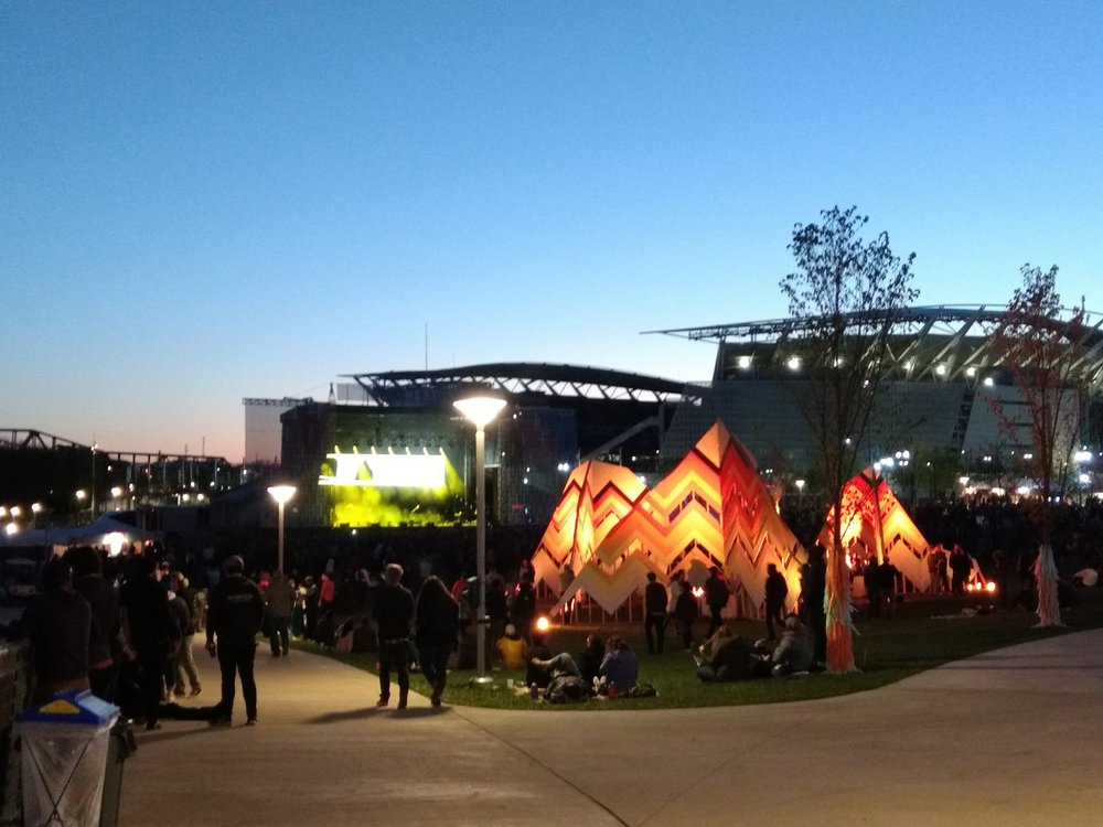 The sun comes down at Homecoming Festival facing the West Stage. (Photo by: Mike Thomas)