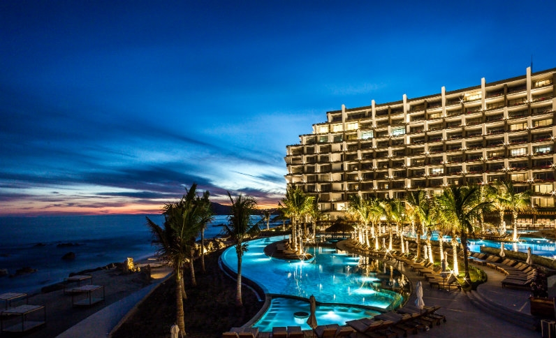 night-grand-velas-los-cabos.jpg