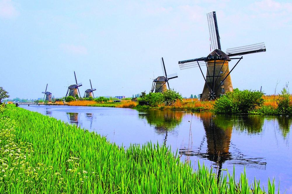 TulipTime_HOL_Kinderkijk_windmills_ss_197888846_gallery.jpg