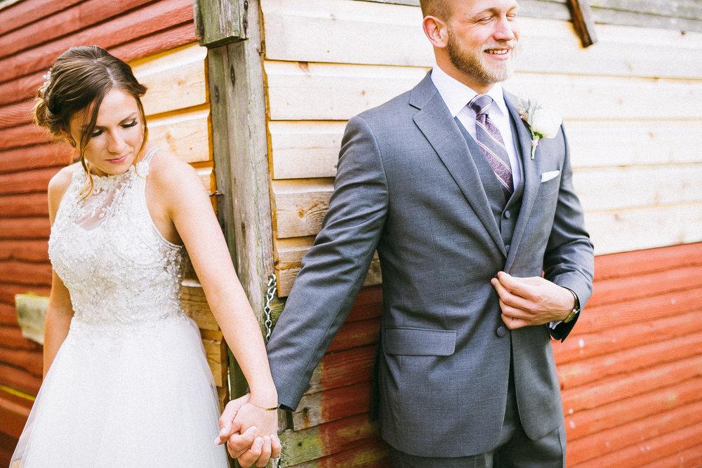 Randy + Emily : Antique Barn Wedding