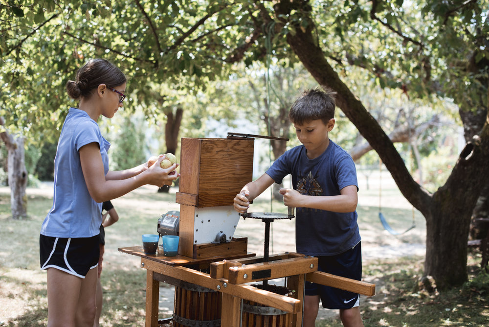 How awesome is it to have friends joining in this tradition - the kids were cider pressing machines!