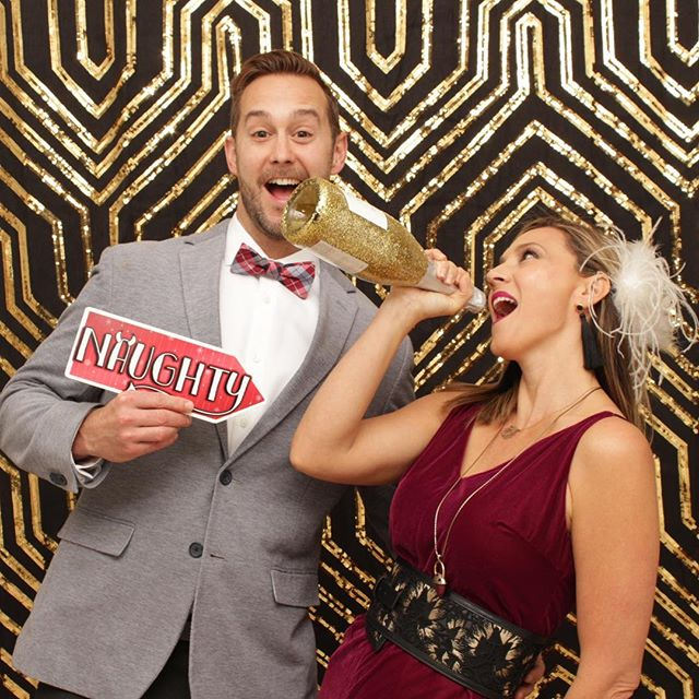 A Gatsby Affair Holiday Party 🎉  #corporateevents #luxuryphotobooth #gatsbyparty #luxurybackdrops #gatsbybackdrop #onehopewine