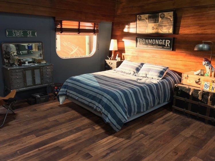 Dean's Houseboat