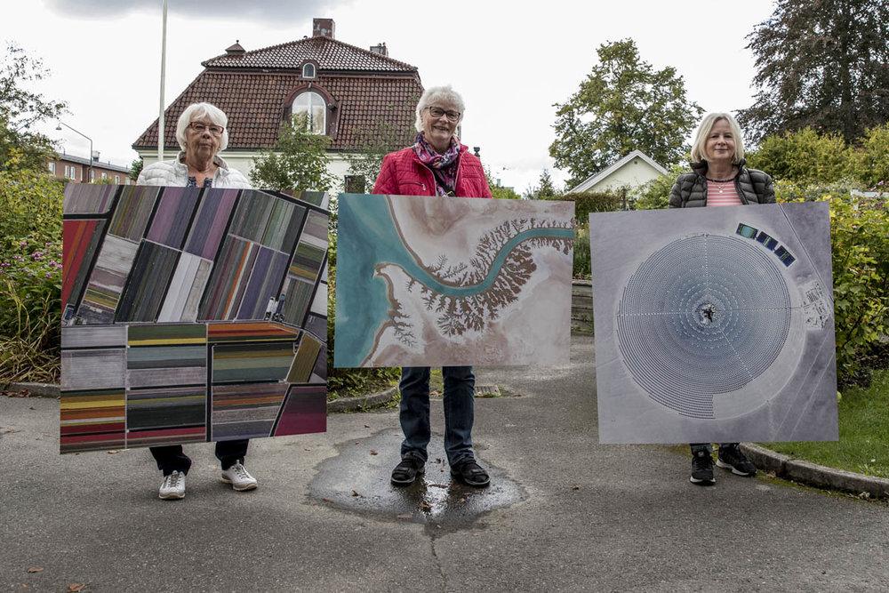 Det tre vinnarna, Britt-Marie Jonsson, Laila Nilsson och Ulla Mellström när dom hämtar ut sina vinster.