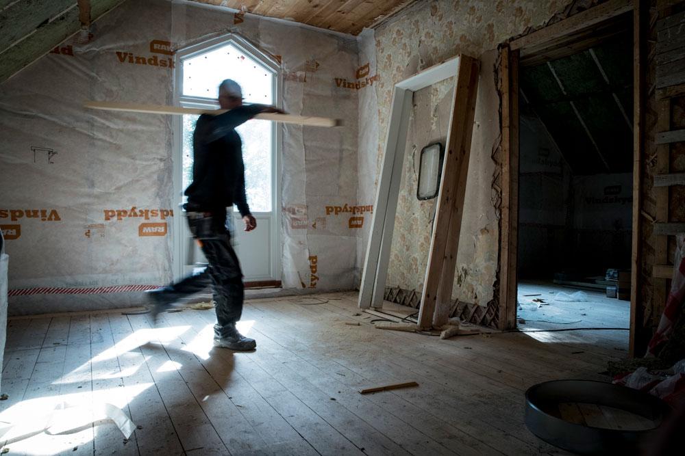 """Egna hantverkare skapar goda förutsättningar för såväl mindre underhållsarbeten men också lite större projekt som ombyggnader av äldre, tomställda fastigheter. Bygger man """"åt sig själv"""" så gör man det med omsorg i såväl material som utförande!"""