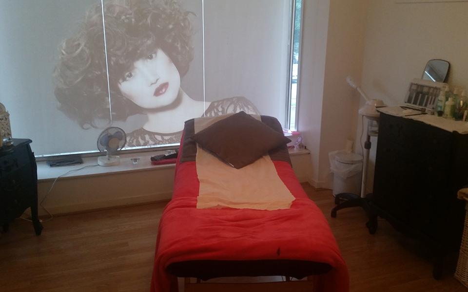 Salon Bed.jpg