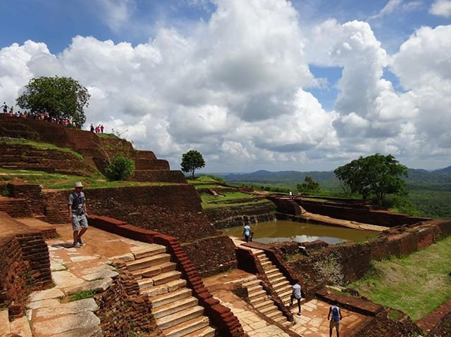A Sri Lankan venue from my travels 😀. Sigiriya was originally a palace, dating from the 5th century. King Kasyapa knew how to host a good party. 👑 🇱🇰 . . . . . . #sigiriya #srilanka #travel #view #palace #locationscouting #instatravel #venue #location #eventdesign #thursday #king #event #creative #design #instahistory