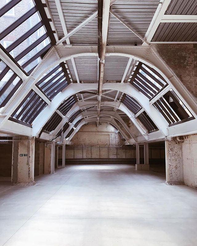 Most exciting new space in central London ☝️. Open for event bookings Dec-March. 🔥 🏰. . . . . #sw1 #belgravia #venueopening #production #location #lfw #fashionshow #showrroom #8000sqft #locationscout #eventdesign #productionlife #london #atrium #interior #skylight #eventprofs #creative