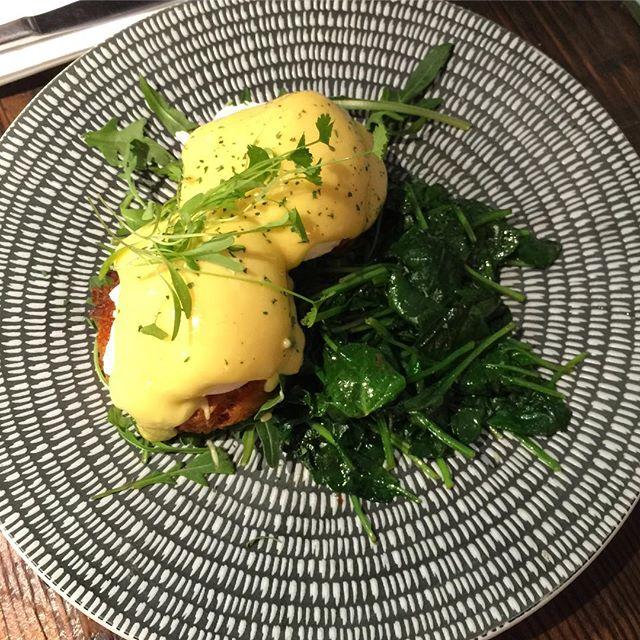 A reminder of how #yummy #weekend #breakfast looks like #kafeine #brunch #kafeinebalmain #balmainsydney #sydneyeats #sydneyfoodshare #sydneycafe #eggsbenedict #havealovelyday