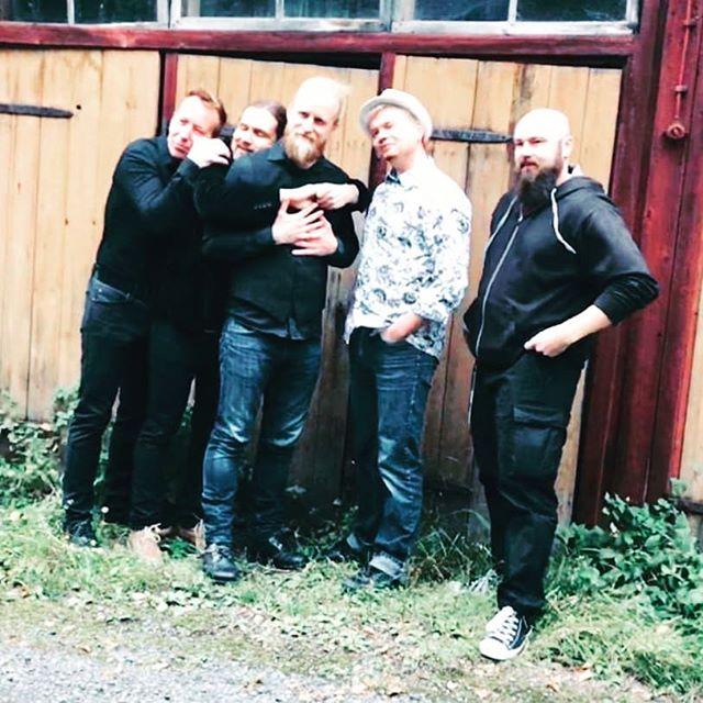 Trokarit juhlistaa Jälleen soittaa Dallape- singlen julkaisua Kopperolla, Korvenkylässä la 13.10. Mukana Owler ja TarpitOrchestra.  #trokaristiretki #oulu #koppero #livemusic #tarpitorchestra #korvenkylännuorisoseura #julkkarit #single #lokakuu