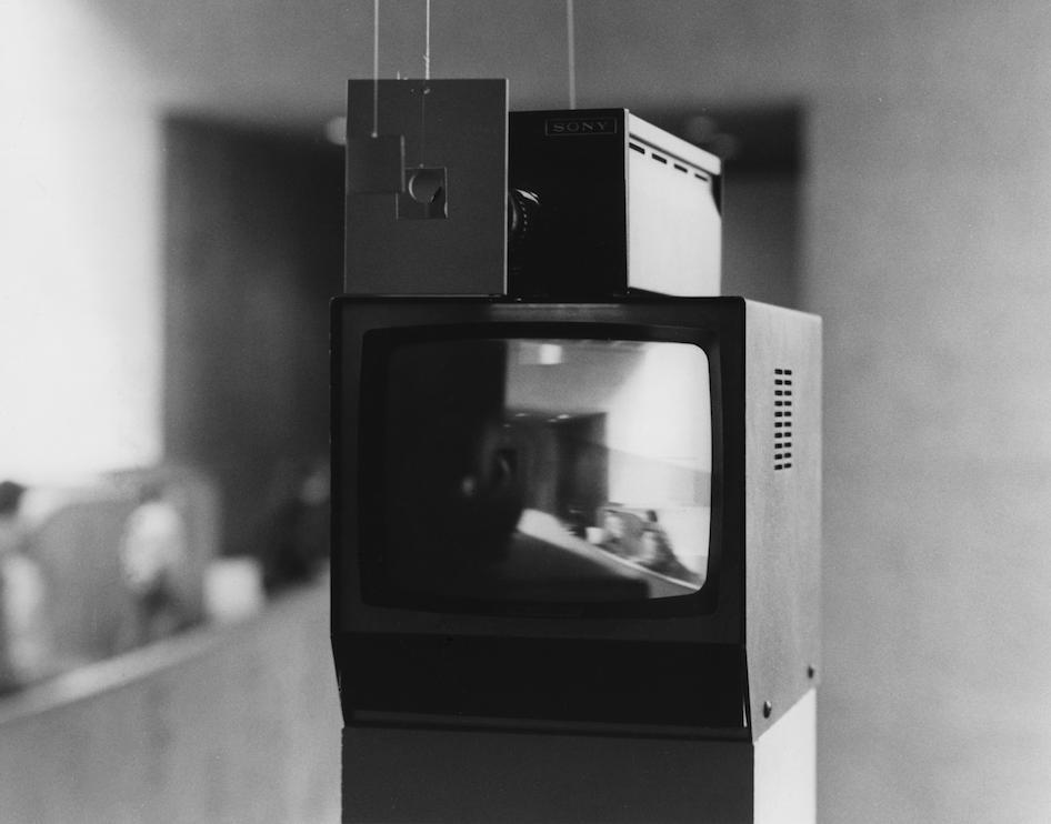 Kiva  (1971)  Peter Campus  Courtesy de l'artiste et de la Cristin Tierney Gallery. Installation à l'Everson Museum of Art, Syracuse, 1974. Photo Christopher Coughlan, courtesy Paula Cooper Gallery © Peter Campus 2017