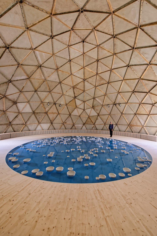 Clinamen   v3  (2017)  Céleste Boursier Mougenot  Dans le dôme de Richard Buckminster Fuller  © Céleste Boursier Mougenot, Photo : Blaise Adilon