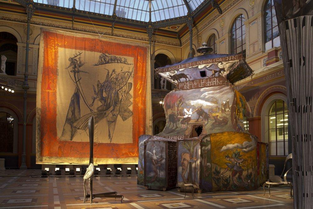Vue de l'exposition de Gérard Garouste,  Zeugma, le grand œuvre drolatique , Beaux-Arts de Paris, salle des études  Photo B.Huet/Tutti, Courtesy Galerie Templon