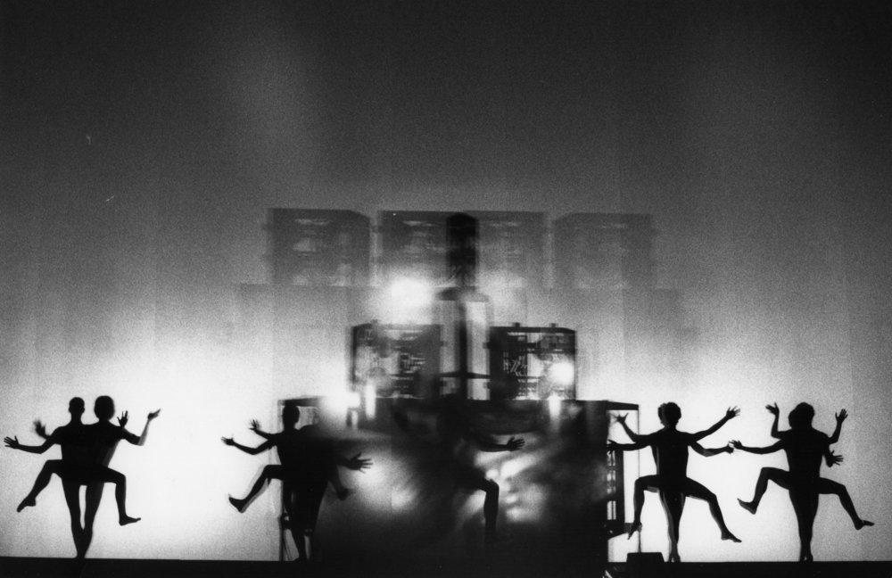 Danseurs avec projections dans Kyldex I , 1973.  Jean-Jacques Morer,  © Jean-Jacques Morer, 2018 © Adagp, Paris - Éléonore de Lavandeyra-Schöffer, 2018