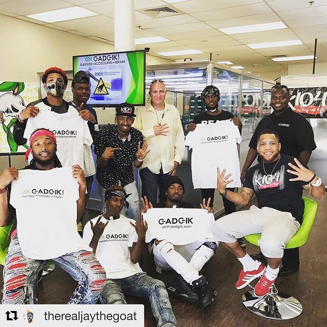 Gadgik! Thanks @therealjaythegoat @k104fm @pskillzflow @solodolosmith for hanging out with us at Gadgik! Retail store located at 2140 E. Southlake Blvd In Southlake TX. Don't live with a broken screen contact GADGIK! 844-4GADGIK or www.gadgik.com #productsthatdo #cellphonerepair #gogogadgik do your dance