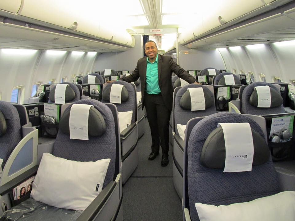 Our Founder and CEO Stephen Scott is here checking out the United Airlines P.S. Aircraft (B757) about to depart EWR_LAX, in the Business First Cabin