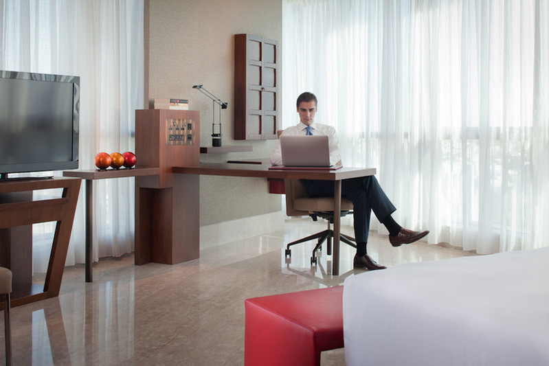Jumeirah - Business Desk and Complimentary Wi-fi.jpg